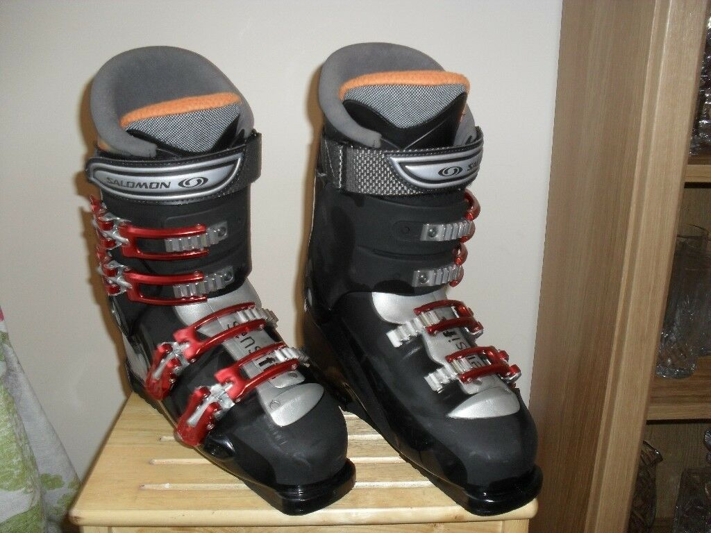 d8fb5245e711 A Pair of Men s Salomon Ski Boots complete with Boot Bag - Size 8 26-26.5