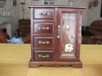 Musical jewellery cabinet