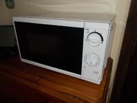 White TESCO microwave MM08