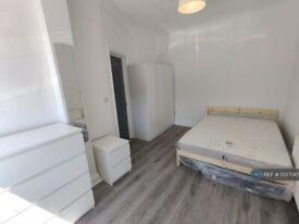 1 bedroom in Eastern Avenue, Ilford, IG4 (#1037047)