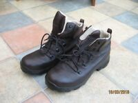 Gents Walking Boots
