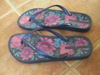Ladies Flip Flops Size 5