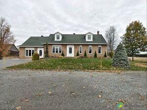 288 800$ - Maison 2 étages à vendre à Ste-Christine