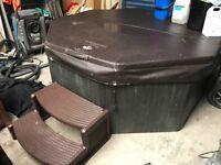 Muskoka solid hot tub 7-8 person