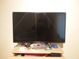 """Quick sale Philips LCD TV 32"""" incl. Internal antenna"""