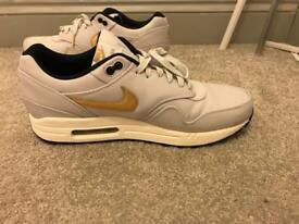 Air max 1 ! Rare white and gold edition size 10