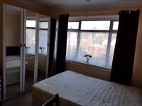 Room in Oakley Road (near Currys PC world/ The range)