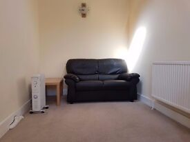 1 Bed Annex Hounslow £1100 inclusive of all bills.