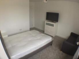 Double room in luxury house in broomfield road near the city centre