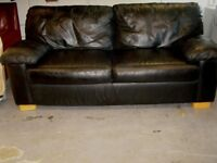 Black Leather 3 and 2 Seater Settee Sofas Suite. Good Condition