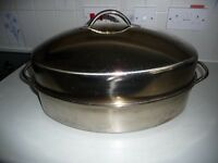 Stainless steel roasting pan with lid