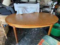 Dining table & 4 chairs (Free)