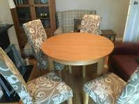 Lovely solid oak table with 4 chairs
