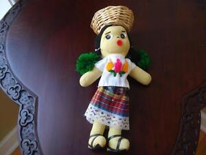 poupée chiffon  provenant du Guatemala 11 pouces de haut