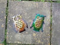 Pair of metal owls garden ornaments/decoration