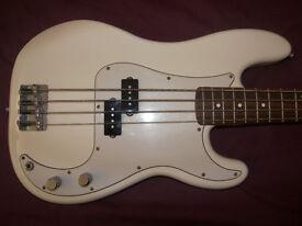 BASS Mexico , Mexican , MIM , Fender Precision Bass , P-Bass (2004-2005) + Gig Bag.