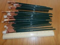 Very good selection of artists paint brushes