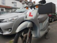 MOPED IN VERY GOOD CONDITION FOR SALE WITH ALL ACCESSORIES + PERFECT FOR FOOD DELIVERIES £700 ONO