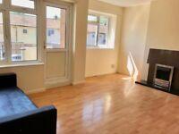 *Lovely 3 bedroom flat in Harlow CM20 3DB £1800 (only two weeks deposit)