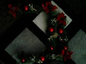 2 corner garlands for picture or mirror
