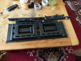 TV Wall mount 2 x Corner Articulating Arm