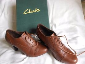 Ladies Tan Leather Lace Up Shoes - New Clarks