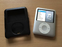 4GB 3rd Generation Ipod in Silver with Protective Black Case
