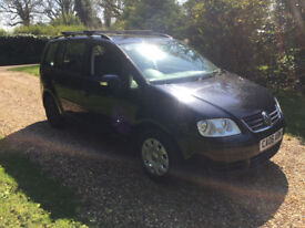 Volkswagen Touran, 2006 (06) Black MPV, Manual Petrol, 123 miles