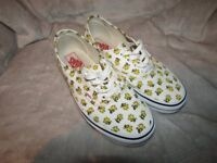 Vans Women's Peanuts Authentic trainers Size 5- hardly worn