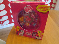 BRAND NEW MY LITTLE PONY BOOK - 10 TOY SUCTION CUPS AND STORYBOOK