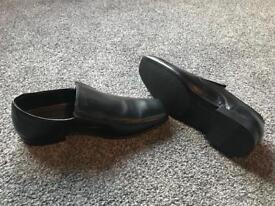 Men's size 8 shoe in black. Brand new