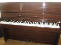 Zender piano in brown wood
