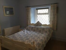 Lovely double room in Victorian cottage terrace Shepton Mallet