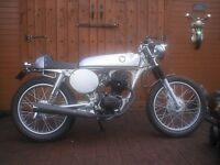 HONDA CG125 CAFE RACER. CLASSIC STYLING