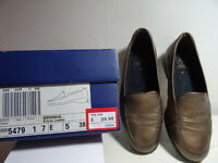 Clarks K Georgia flat shoes size 5 (38)