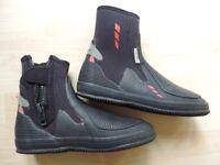Crewsaver Wetsuit boots Size 9/ EU43 Zircon.