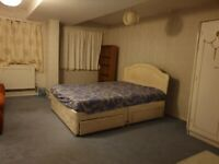Large Double Room to Rent in Shared House in Benhill Wood Road, Sutton.