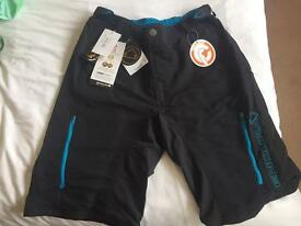 BRAND NEW WITH TAGS . ENDURA SINGLE TRACK 11 CYCLING SHORTS SIZE LARGE