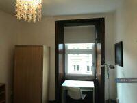 4 bedroom flat in Wilton Street, Glasgow, G20 (4 bed) (#1096895)