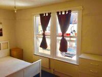 DOUBLE ROOM BETWEEN COLLIERS WOOD/TOOTING BROADWAY
