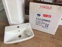 Hand basin 40cm wide, white