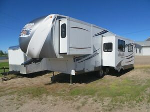 2013 FOREST RIVER HEMISPHERE 246RLBS