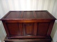 Vintage Blanket Box / Ottoman / Chest / Toy box