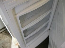 TALL WHITE FRIDGE FREEZER. 'LG' 50/50 LAYOUT. TOP FRIDGE, BOTTOM FREEZER. VIEWING/DELIVERY POSSIBLE