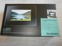 Sandstrom digital photo frame new in box 7 inch