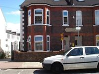 OUTSTANDING TWO BEDROOM FLAT..Myletz are proud to offer this ground floor flat on Clarendon Road