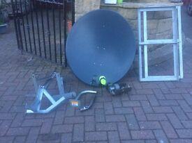 Motorised satellite dish 900mm