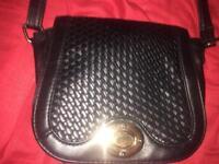 Black Lattice Pattern Twist Lock Handbag 👜