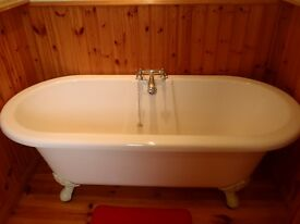 Roll top Bath tub
