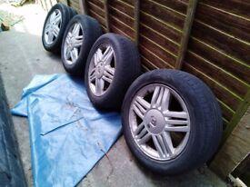 4 x Renault Megane Alloy Wheels (Poor tyres)